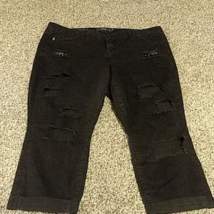 TORRID SIZE 20 BLACK CROPPED DISTRESSED JEANS